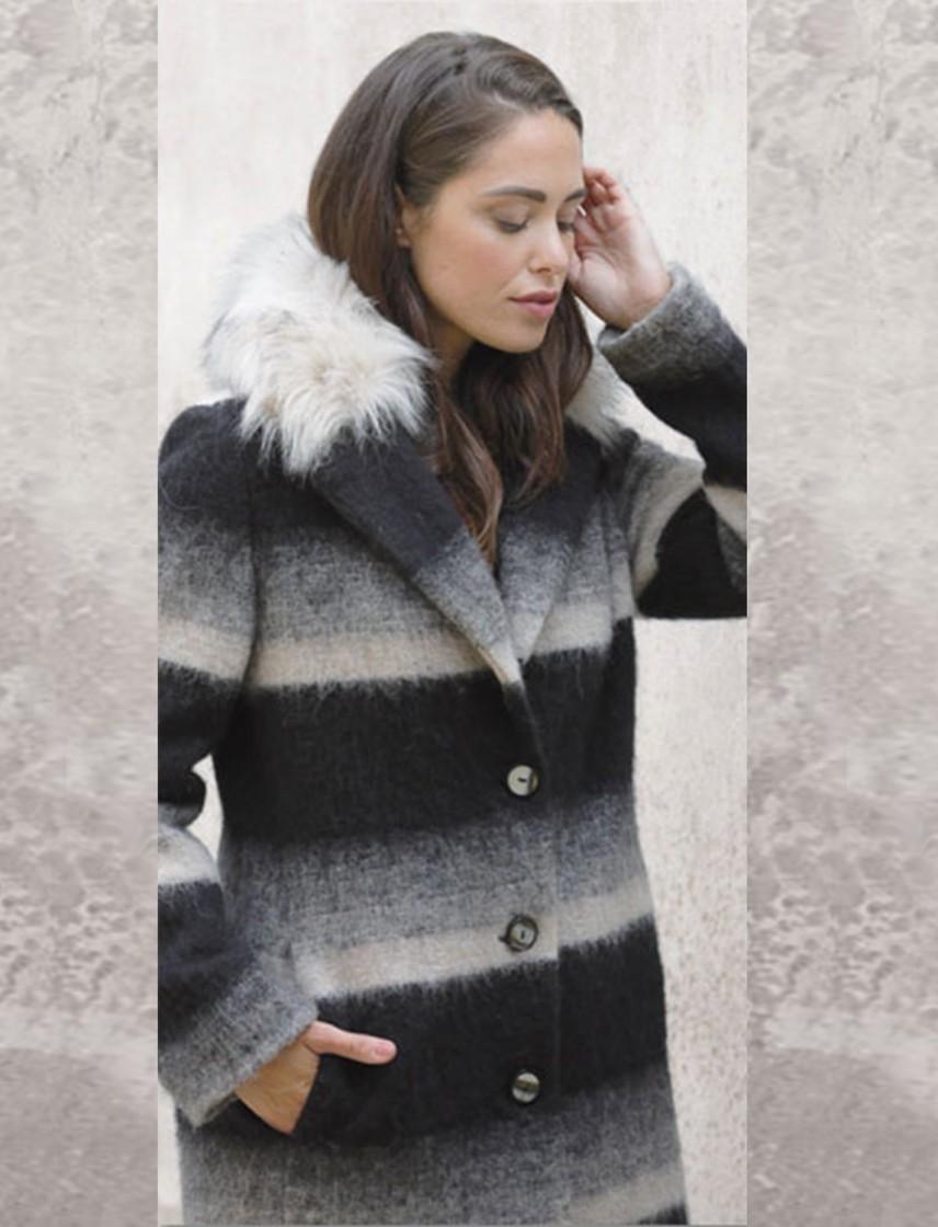 6dad1cb6a1b6a5 Cappotto di lana con collo di pelliccia ecologica - Boutique Ametrano